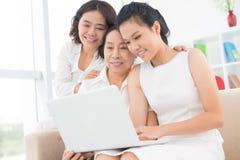 3 симпатичных азиатских женщины стоковое фото rf