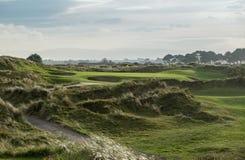 链接打高尔夫球在落后的光的同水准3孔 库存图片