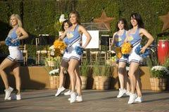 3位啦啦队员加州大学洛杉矶分校 免版税图库摄影