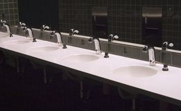 3 badrumvaskar Arkivbilder