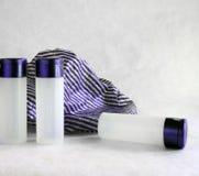 3 bottiglie e protezioni di acquazzone Fotografie Stock Libere da Diritti