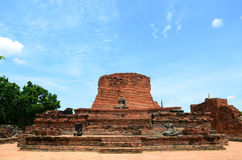 3 Buddha y media pagoda en Wat Chaiwattanaram Tem Imagenes de archivo
