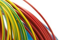 3 câbles de cuivre de couleurs, outil d'électricien Photos libres de droits