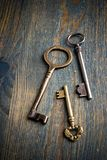 3 chaves em uma tabela Imagens de Stock Royalty Free