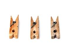 3 clothespins di legno isolati su bianco Fotografie Stock