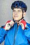 3 cyklisty hełm stawia Obrazy Royalty Free