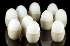 3 czarny filiżanek jajecznych jajka biały Zdjęcie Royalty Free