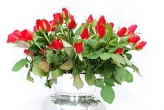 3 czerwonych róż wiązek srebrną wazę Obraz Royalty Free