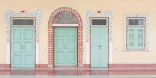 3 dörrar och fönster Arkivbilder