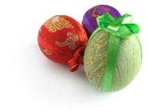 3 easter ägg målade band som binds upp Arkivbild