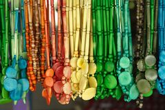 3 färgglada halsband arkivfoto