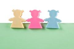 3 figurines femminili su documento in bianco Fotografie Stock Libere da Diritti