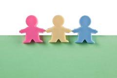 3 figurines masculinos no papel em branco Fotografia de Stock
