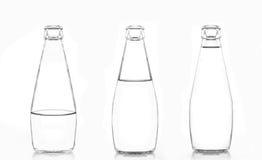 3 flessen water dat op witte achtergrond wordt geïsoleerdy Stock Afbeelding