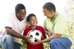 3 generaciones en parque con el balón de fútbol Imagen de archivo libre de regalías