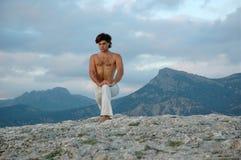 3 hatha virabhadrasana瑜伽 免版税库存图片