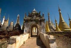 3 inle在taing的圣所附近的客栈湖缅甸 免版税库存图片