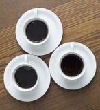 3 kop van koffie op houten lijst Royalty-vrije Stock Foto