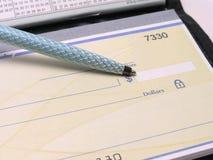 3 książeczek czekowych długopis. Zdjęcia Royalty Free