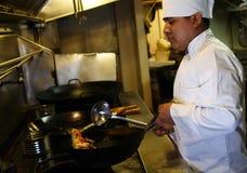 3 kucharzy gotowania Zdjęcia Royalty Free