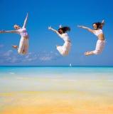 3 muchachas que vuelan Fotografía de archivo libre de regalías
