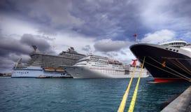 3 navios de cruzeiros na porta Fotos de Stock