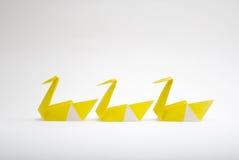 3 origamiswans Arkivfoton