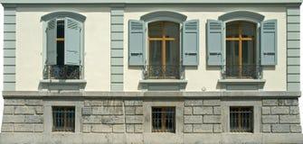 3 oude vensters met blinden Royalty-vrije Stock Foto's