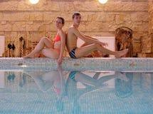 3 par pool simning Royaltyfri Foto