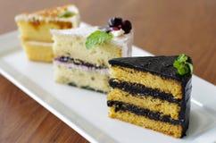 3 pedazos de torta dulce Foto de archivo