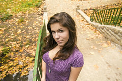 3 pięknych bridżowych dziewczyny parka potomstwa fotografia royalty free