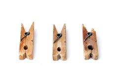 3 pinces à linge en bois d'isolement sur le blanc Photographie stock libre de droits