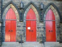 3 röda kyrkliga dörrar för architec Royaltyfria Bilder