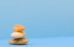 3 rotsen Zen in blauw Royalty-vrije Stock Foto's