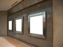 3 sinais em branco na parede de mármore Foto de Stock Royalty Free