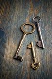 3 sleutels op een Lijst Royalty-vrije Stock Afbeeldingen