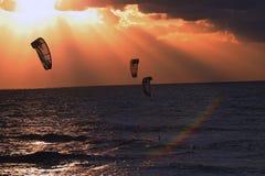 3 som kiteboarding Arkivfoton