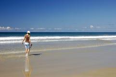 3 spacer na plaży Zdjęcia Royalty Free