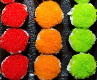 3 sushi de couleurs, vert orange rouge Images libres de droits