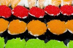3 sushi di colori, verde arancio rosso Fotografie Stock