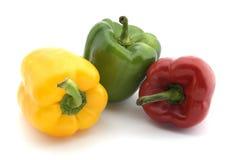 3/tre peperoni - rossi, verdi e gialli su bianco Fotografie Stock