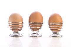 3 uova in tazze Fotografie Stock Libere da Diritti
