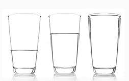 3 vidrios de agua aislados en el fondo blanco Foto de archivo libre de regalías