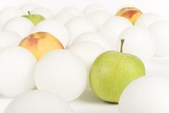 3 vita fruktspheres Arkivbild