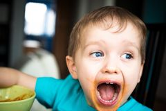 3 year old boy cries while eating Royalty Free Stock Photography