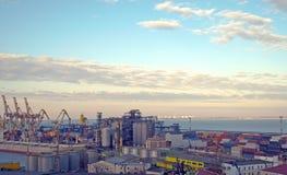 3 zbiorników żurawi port Zdjęcia Royalty Free