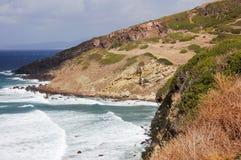 30 волн скалы разбивая Стоковое Фото