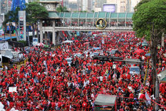 30,000 Red Shirts Protest in Bangkok, Jan 9, 2011. BANGKOK - JANUARY 9: 30,000 anti government Red Shirts protest at Rachaprasong junction on January 9, 2011 in Stock Image