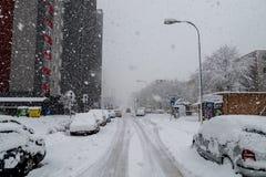 Бедствие снега в Братиславе Словакии, огромный снег шелушится 30-ое января 2015 Стоковые Изображения