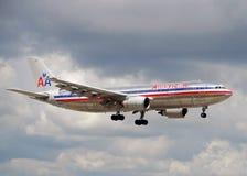 300家航空公司美国喷气机着陆 库存照片